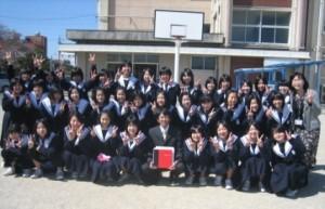 平成21年春、離任式のときのバスケットボール部の集合写真です。 泣きました…。